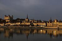 Europe/France/Pays de la Loire/Maine-et-Loire/Saumur : L'hôtel de ville et le château de Saumur - La Loire