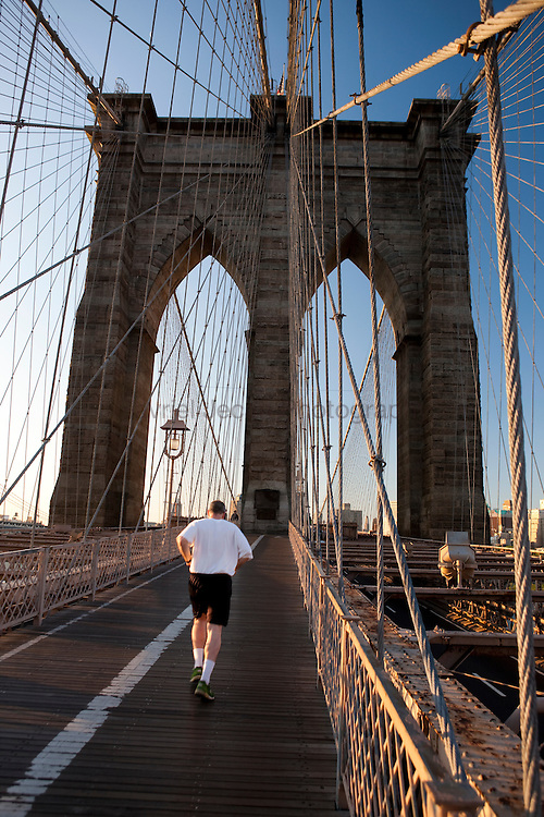 Runner on  Brooklyn Bridge in the morning