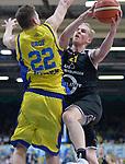 11.04.2018, Arena am Ischeland, Hagen, GER, 2. BBL PRO A, Play-Offs, Phoenix Hagen vs Rasta Vechta, im Bild<br /> <br /> von links: Jonas Grof (Hagen #22), Seth Hinrichs (Vechta #21)<br /> <br /> <br /> Foto &copy; nordphoto / Treese