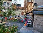 """Restauracja """"Monkey Business""""  na rogu ulicy Brodzińskiego i Staromostowej w Krakowie."""