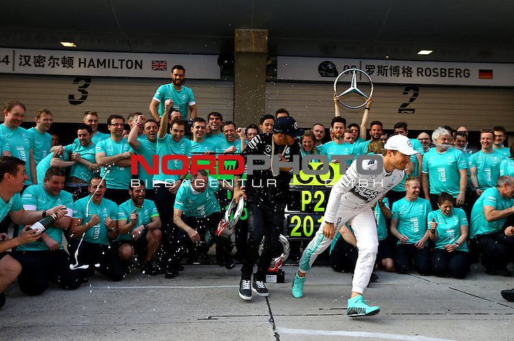 12.04.2015, Shanghai-International-Circuit, Schanghai, CHN, Gro&szlig;er Preis von China / Schanghai 2015, im Bild  Nico Rosberg (GER), Mercedes GP - Lewis Hamilton (GBR), Mercedes GP<br /> for the complete Middle East, Austria &amp; Germany Media usage only!<br />  Foto &copy; nph / Mathis
