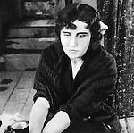 Молчи, грусть... молчи (1918)