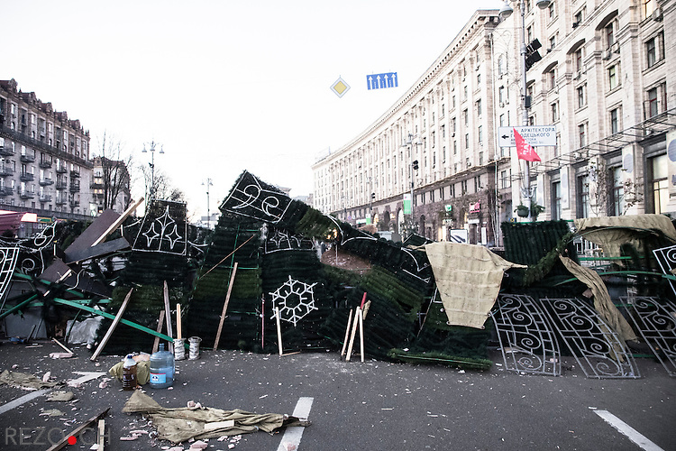 Kiev, Ukraine - 03 december 2013: A barricade built on boulevard Khretchatyk, the boulevard crossing Maidan, the Place of Independence. This barricade, made with materials of Christmas market and pieces of the giant Christmas tree erected every year on Maidan is planed to protect Euromaidan from a riot police assault. Credit: Niels Ackermann / Rezo.ch
