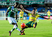 CALI -COLOMBIA-08-02-2017: Luis Manuel Orjuela (Izq) jugador del Deportivo Cali disputa el balón con Ricardo Villarraga (Der) jugador de Atlético Huila durante partido por la fecha 1 de la Liga Aguila I 2017 jugado en el estadio Pascual Guerrero de la ciudad de Cali. / Luis Manuel Orjuela (L) player of Deportivo Cali vies for the ball with Ricardo Villarraga (R) player of Atletico Huila during match for the date 1 of the Aguila League I 2017 played at Pascual Guerrero stadium in Cali city.  Photo: VizzorImage/ NR /Cont