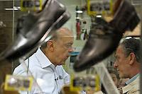 ATENÇÃO EDITOR: FOTO EMBARGADA PARA VEÍCULOS INTERNACIONAIS SÃO PAULO,SP,23 OUTUBRO 2012 - O candidato à Prefeitura, José Serra (PSDB) fez caminhada na tarde de hoje (23) pelo  Shopping Tatuapé na Zona Leste.FOTO ALE VIANNA - BRAZIL PHOTO PRESS.