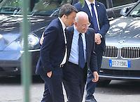 il presidente del consiglio matteo Renzi negli scavi  con Vincenzo De Luca sindaco di salerno candidato alla presidenza della regione campania archeologici di Pompei per presentare Expo 2015,  18 Aprile 2015