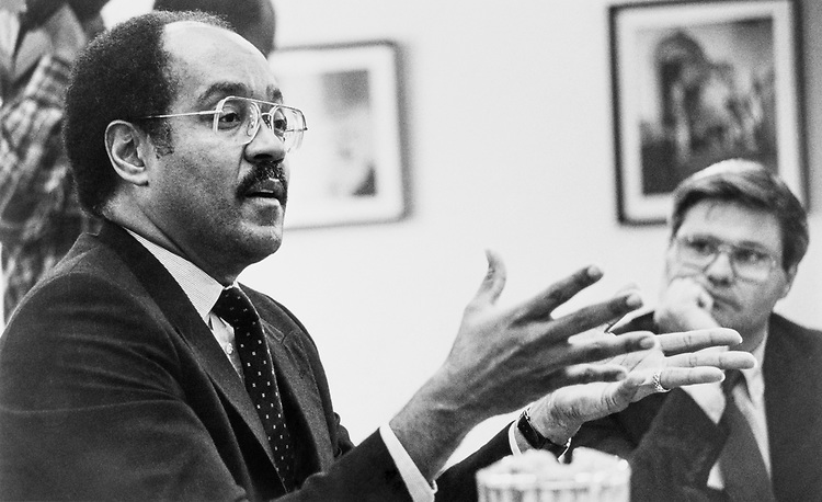 Ben Jones listens to Rep. William H. Gray, D-Pa. speaking to new members at DSG Orientation on Dec. 11, 1988. (Photo by Andrea Mohin/CQ Roll Call)
