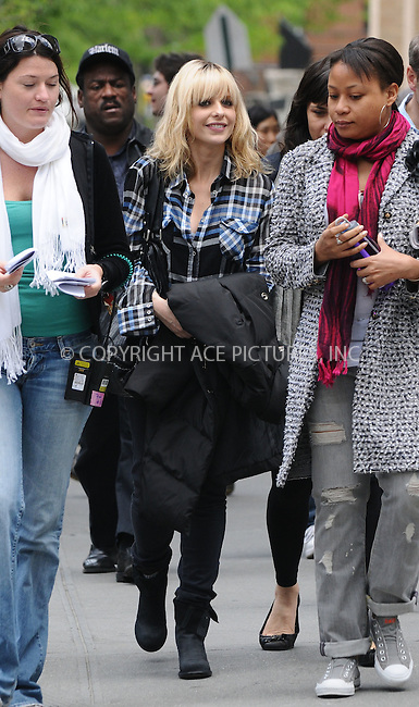 WWW.ACEPIXS.COM . . . . .  ....May 12 2009, New York City....Actress Sarah Michelle Gellar was on the Upper West Side set of the new HBO pilot series 'The Wonderful Miladys' on May 12 2009 in New York City. Gellar, 31, has been married to actor FreddiePrinze Jr, 33, for six years. The couple are expecting their first baby in the Autumn.....Please byline: AJ Sokalner - ACEPIXS.COM..... *** ***..Ace Pictures, Inc:  ..tel: (212) 243 8787..e-mail: info@acepixs.com..web: http://www.acepixs.com