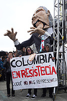 "BOGOTÁ -COLOMBIA, 07-08-2018: Miles de manifestantes se congregaron en el parque de La Hoja en Bogotá hoy, 07 de agosto de 2018, durante la ""Marcha por la Vida"" convocada por el excandidato presidencial y líder de ""Colombia Humana"" Gustavo Petro y que se realiza simultaneamente en las principales ciudaddes de Colombia . / Thousands of demonstrators gathered in the La Hoja park in Bogotá today, August 7, 2018, during the ""March for Life"" convened by the former presidential candidate and leader of ""Colombia Humana"" Gustavo Petro and which takes place simultaneously at the Main cities of Colombia. Photo: VizzorImage / Diego Cuevas / Cont"