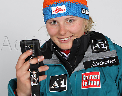 16.10.2010  Winter sports OSV Einkleidung Innsbruck Austria. Ski Alpine OSV Austrian Ski Federation. Picture shows Mariella Voglreiter AUT Keywords Handy