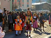 Maje und Scheller beim Aufzug der Masken beim Nassereither Schellerlauf, Fasnacht in Nassereith, Bezirk Imst, Tirol, &Ouml;sterreich, Europa, immaterielles UNESCO Weltkulturerbe<br /> gathering of the masks, Nassereither Schellerlauf-Fasnacht, Nassereith, Tyrol, Austria Europe, Intangible World Heritage