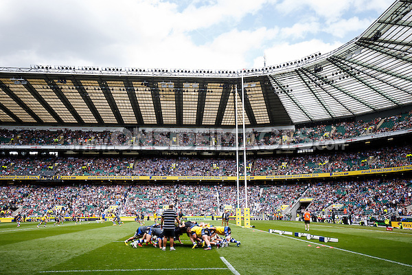 The Bath Rugby forwards practise their scrummaging during the pre-match warm-up. Aviva Premiership Final, between Bath Rugby and Saracens on May 30, 2015 at Twickenham Stadium in London, England. Photo by: Rogan Thomson for Onside Images
