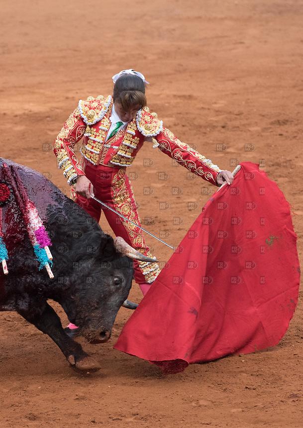 CIUDAD DE MEXICO, D.F. 28 Diciembre.- Las toreras   Hilda Ríos  durante la decima corrida en la Plaza México de la Ciudad de México, 28 de diciembre de 2014.  FOTO: ALEJANDRO MELENDEZ