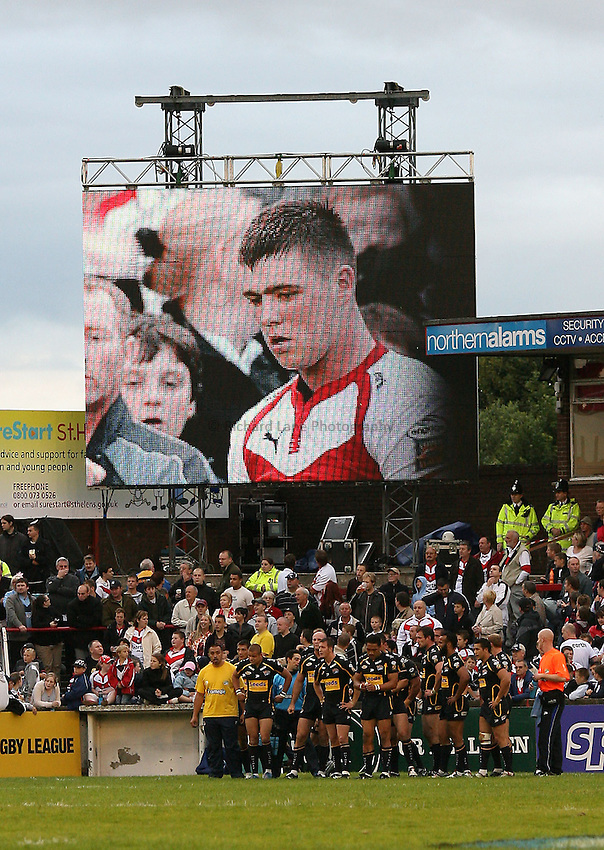 Photo: Paul Greenwood..St Helens v Leeds Rhinos. Engage Super League 2007. 06/07/2007..The face of Ste Tyrer looks down at the Leeds squad from the giant Sky TV screen at Knowlsey Road.
