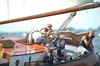 SKÛTSJESILEN: ECHTERNERBRUG: 06-08-2015, IFKS skûtsjesilen, A klasse, andere schipper na aanvaring Jeroen de Vos, ©foto Martin de Jong