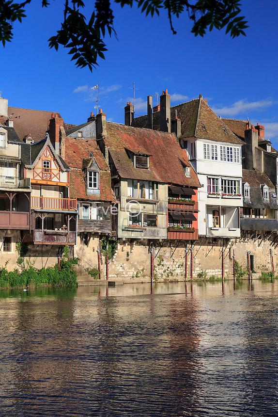 France, Indre (36), Argenton-sur-Creuse, maisons en bord de Creuse // France, Indre, Argenton sur Creuse, houses along Creuse
