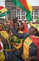 Germany, DEU, Dortmund, 2006-Jun-27: FIFA football world cup (USA: soccer world cup) 2006 in Germany; Ghanaian football fans in good mood at a public viewing zone on the Friedensplatz before the world cup match Brazil vs. Ghana (3:0).