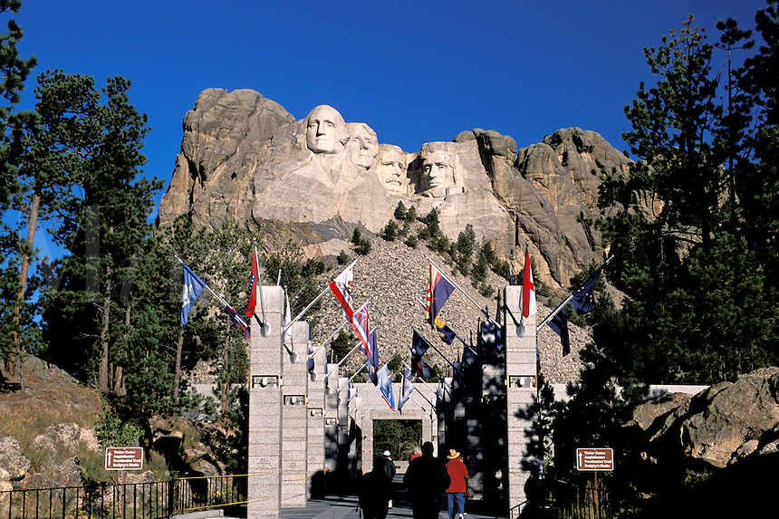 Mount Rushmore National Memorial, Avenue of Flags (state flags), sculptures of U.S. Presidents George Washington, Thomas Jefferson, Theodore Roosevelt, Abraham Lincoln by Gutzon Borglum.