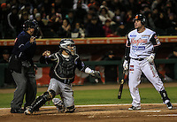 Se poncha Juan Carlos Linares de Naranjeros, durante el tercer juego de la Serie entre Tomateros de Culiacán vs Naranjeros de Hermosillo en el Estadio Sonora. Segunda vuelta de la Liga Mexicana del Pacifico (LMP) **26Dici2015.<br /> **CreditoFoto:LuisGutierrez<br /> **<br /> Shares during the third game of the series between Culiacan Tomateros vs Orange sellers of Hermosillo in Sonora Stadium. Second round of the Mexican Pacific League (PML)