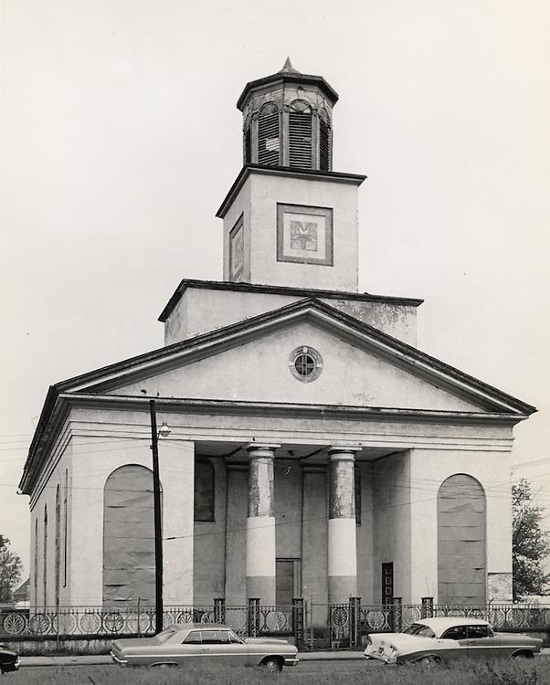 1964 September 01..Conservation.Downtown North (R-8)..Bank Street Baptist Church.501 Bank Street..VU Photos.NEG# 734.NRHA# 3221..