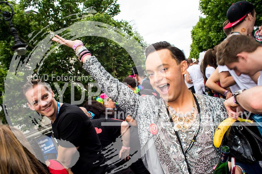 Julian F.M. Stoeckel beim CSD - Hunderttausende Menschen haben in Berlin die Parade zum 37. Christopher Street Day unter dem Motto 'Wir sind alle anders. Wir sind alle gleich' gefeiert und damit ihre Unterstützung für Schwule, Lesben, Transsexuelle und Transgender, Inter- und Bisexuelle zum Ausdruck gebracht. Berlin, 27.06.2015