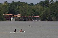Pequenas embarcações navegam pelo rio Maratauíra em frente a cidade de Abaetetuba.<br /> Abaetetuba, Pará, Brasil.<br /> Foto Paulo Santos<br /> 09/10/2013