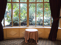 France. Department Ile-de-France. Paris. Banquet room of the deluxe restaurant Pavillon Ledoyen. View on the gardens near the Champs Elysees .13.07.2011 © 2011 Didier Ruef ..