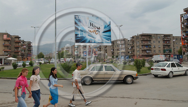 Shkodra/Shkoder-Albania - August 06, 2004---Roundabout in a residencial area of the city of Shkodra;  project area of GTZ-Wiram-Albania (German Technical Cooperation, Deutsche Gesellschaft fuer Technische Zusammenarbeit (GTZ) GmbH); infrastructure-people---Photo: Horst Wagner/eup-images