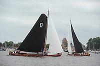 SKUTSJESILEN: GROU: SKS skûtsjesilen, Friese Sporten, 30-07-2011, Fryslân, Drachtster skûtsje (Twee Gebroeders), Jouster skûtsje (Oeral Thús), ©foto Martin de Jong