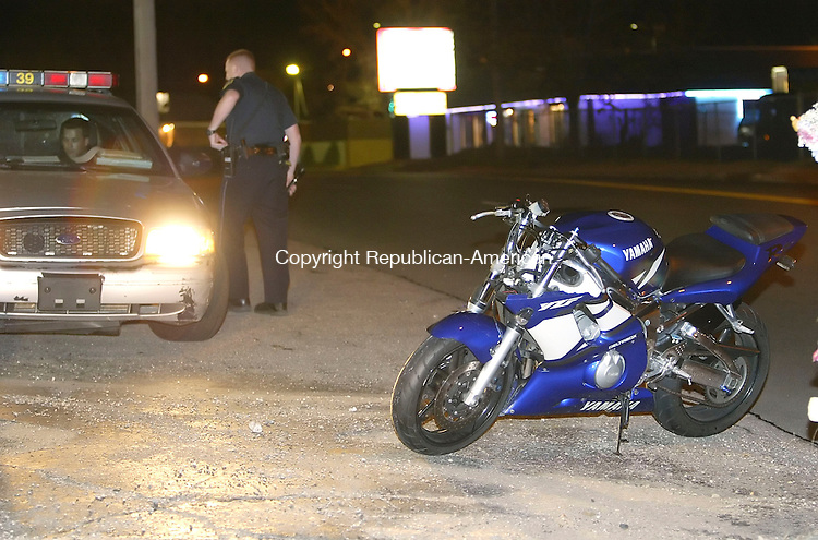 WATERBURY, CT 4/30/07- 043007BZ16- Waterbury Police responded to a motorcycle accident on lakewood Road Monday night.<br /> Jamison C. Bazinet Republican-American