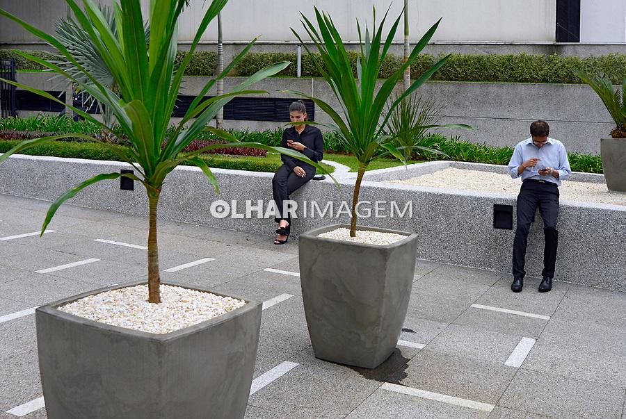 Entrada de predios, Vila Olimpia, Sao Paulo. 2018. Foto © Juca Martins.