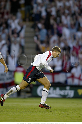 STEVEN GERRARD, ENGLAND 2 v Serbia and Montenegro, The Walkers Stadium, Leicester 030603 Photo: Neil Tingle/Action Plus...2003 soccer football friendly spit spitting
