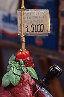 Europe/Italie/Sicile/Palerme : Concentré de tomate artisanal sur le marché