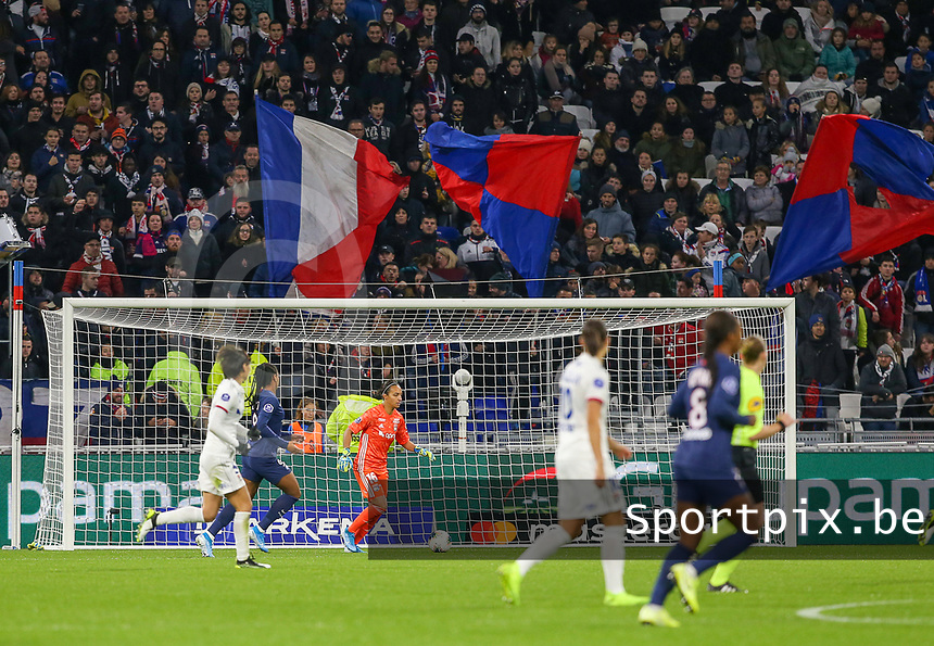 20191116 – LYON ,  FRANCE ; Lyon's  goal keeper Sarah Bouhaddi (in orange) is in action during a women's soccer game between Olympique Lyonnais and PARIS SG on the 9th matchday of the French Women's first league , D1 of the 2019-2020 season , Saturday 16 th November 2019 at the Groupama stadium in Lyon , France . PHOTO SPORTPIX.BE | SEVIL OKTEM