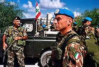 TIRO / LIBANO.SOLDATI UNIFIL DEL CONTINGENTE ITALIANO.FOTO LIVIO SENIGALLIESI..TYR / LEBANON.ITALIAN SOLDIERS OF UNIFIL CONTINGENT.PHOTO LIVIO SENIGALLIESI