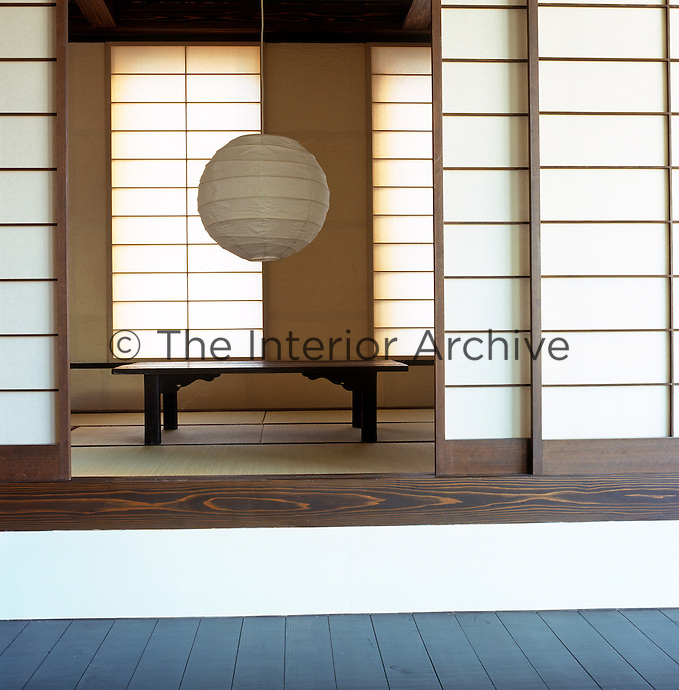 Made to precise Japanese measurements, this tatami room with traditional sliding shoji screens and natural soft matting provides the option of an enclosure within this open plan space for dining and sleeping