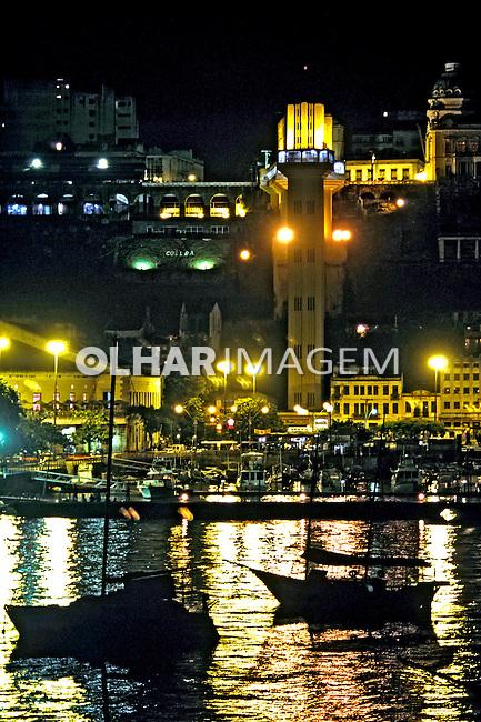 Cidade baixa em Salvador, Bahia. 2001. Foto de Ricardo Azoury.