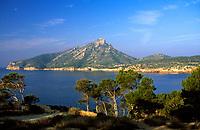 Spanien, Balearen, Mallorca, Sant Elm: Blick zur Nachbarinsel Sa Dragonera | Spain, Balearic Islands, Mallorca, Sant Elm: view at island Sa Dragonera