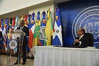 El ministro de Relaciones Exteriores, Miguel Vargas, y el presidente de la Junta Central Electoral (JCE), Julio C&eacute;sar Casta&ntilde;os Guzm&aacute;n, encabezaron este lunes la firma de un acuerdo de cooperaci&oacute;n inter-institucional, el cual proporcionar&aacute; mejores facilidades a los dominicanos residentes en el exterior para obtener la C&eacute;dula de Identidad y Electoral y la inscripci&oacute;n en el Registro Civil, ente otros servicios.<br /> Foto: Diana Peguero/Acento.com.do<br /> Fecha:10/04/2017