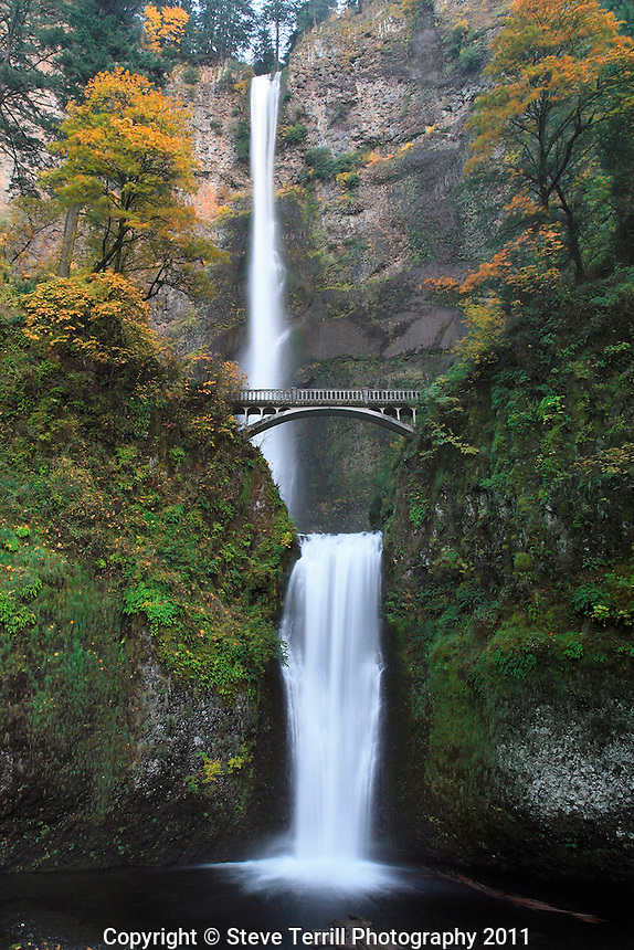 Multnomah Falls with autumn colors in Columbia River Gorge National Scenic Area