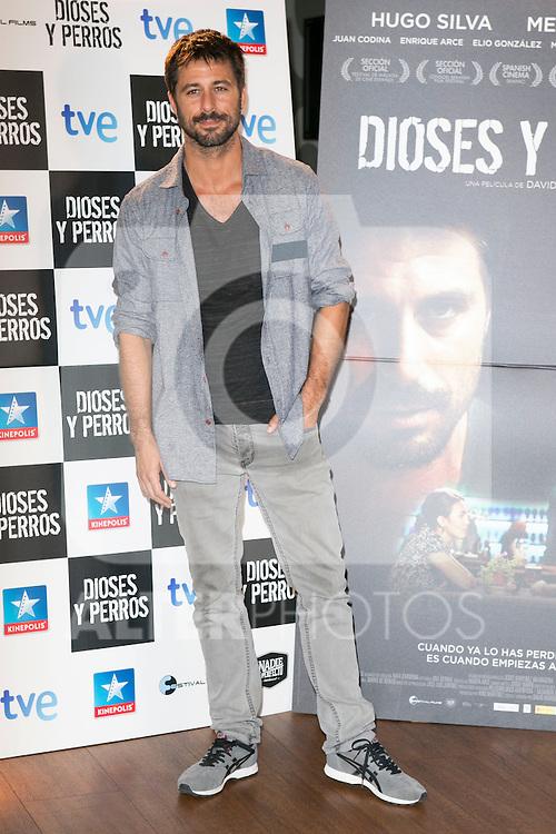 """Hugo Silva attends the """"DIOSES Y PERROS """" Movie presentation at Kinepolis Cinema in Madrid, Spain. October 6, 2014. (ALTERPHOTOS/Carlos Dafonte)"""