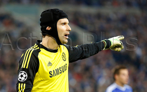 22.10.2013. Gelsenkirchen, Germany. Gelsenkirchen, Veltins-Arena, Chelsea's  goalkeeper Petr Cech gestures during the match between FC Schalke 04 vs. Chelsea London in the champions league season 2013/2014.
