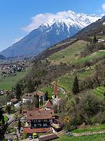 Texelgruppe undDorf Gratsch bei Meran-Merano, Provinz Bozen &ndash; S&uuml;dtirol, Italien<br /> Texel Group and Village Gratsch, Meran-Merano, province Bozen-South Tyrol, Italy