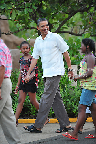 United States President Barack Obama strolls with daughter Sasha, as the first family and friends visit the Honolulu Zoo, Honolulu, Hawaii on Monday, January 3, 2011..Credit: Cory Lum / Pool via CNP