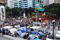 RIO DE JANEIRO,RJ,17.09.2013: PROFESSORES DA REDE MUNICIPAL MANTÉM GREVE NO RIO- Os manifestantes que se concentraram na Cinelândia as 14 horas, seguiram até a ALERJ onde ocuparam as escadarias em apoio aos profissionais da educação do Estado, que estão acampado há uma semana. SANDROVOX/BRAZILPHOTOPRESS