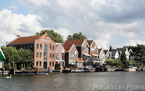 Nederland Zaandam 2016.  Huizen langs de Zaan. De Oostzijde.  Foto Berlinda van Dam / Hollandse Hoogte