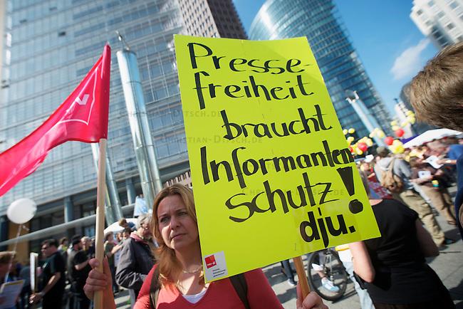 Mehrere tausend Menschen beteiligten sich am Samstag den 11. September 2010 in Berlin an einer Demonstration unter dem Motto &quot;Freiheit statt Angst&quot;. Die Demonstration richtete sich gegen eine immer umfassendere Ueberwachung des Alltags und Datenspeicherung durch den Staat und die Wirtschaft.<br />11.9.2010, Berlin<br />Copyright: Christian-Ditsch.de<br />[Inhaltsveraendernde Manipulation des Fotos nur nach ausdruecklicher Genehmigung des Fotografen. Vereinbarungen ueber Abtretung von Persoenlichkeitsrechten/Model Release der abgebildeten Person/Personen liegen nicht vor. NO MODEL RELEASE! Don't publish without copyright Christian-Ditsch.de, Veroeffentlichung nur mit Fotografennennung, sowie gegen Honorar, MwSt. und Beleg. Konto: I N G - D i B a, IBAN DE58500105175400192269, BIC INGDDEFFXXX, Kontakt: post@christian-ditsch.de Urhebervermerk wird gemaess Paragraph 13 UHG verlangt.]