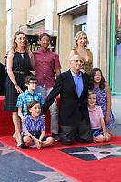 Jeffrey Tambor mit Familienmitgliedern bei der Zeremonie zur Verleihung von einem Stern an Jeffrey Tambor auf dem Hollywood Walk of Fame. Los Angeles, 08.08.2017