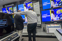 Flat-screen televisions on sale in a Best Buy electronics store in New York on Friday, November 15, 2013. Retailers are nervous over the upcoming Christmas shopping season citing persistent unemployment, insecurity over the new health care plans and the shortness of the season itself. (© Richard B. Levine)