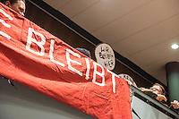 """Mieter protestieren gegen Immobilienkonzern """"Deutsche Wohnen"""".<br /> Mieter der Otto-Suhr-Siedlung im Berliner Stadtteil Kreuzberg sind durch die energetischen Sanierungsmassnahmen des Immobilienkonzern """"Deutsche Wohnen"""" von Mietehoehungen bis zu 50% betroffen. Die Aktiengesellschaft veranschlagt die Sanierungskosten fuer die Mieter damit doppelt so hoch, wie die benachbarte staedtische Wohnungsbaugesellschaft Mitte (WBM).<br /> Nach Aussagen von Mieterinitiativen in der Otto-Suhr-Siedlung sind bis zu 80% der ca. 1000 Wohnungen damit akut gefaehrdet, da sie die Miete nach Abschluss der Modernisierungsarbeiten dann nicht mehr bezahlen koennen oder vom Jobcenter bezahlt bekommen, da sie weit ueber den Saetzen liegen, die uebernommen werden.<br /> Die Mieter haben einen offenen Brief an die Bezierksverordnetenversammlung (BVV) Friedrichshain-Kreuzberg geschrieben und fordern sie darin auf, sie gegen die geplanten energetischen Modernisierungen und die damit verbundenen Mieterhoehungen zu unterstuetzen. """"Der neu gewaehlte Berliner Senat hat eine soziale Wohnungspolitik zum zentralen Wahlkampfthema gemacht. Daher fordern wir, dieses Versprechen einzuloesen"""" so die Mieter.<br /> Im Bild: Betroffene Mieter nehmen an der BVV-Sitzung teil.<br /> 8.2.2017, Berlin<br /> Copyright: Christian-Ditsch.de<br /> [Inhaltsveraendernde Manipulation des Fotos nur nach ausdruecklicher Genehmigung des Fotografen. Vereinbarungen ueber Abtretung von Persoenlichkeitsrechten/Model Release der abgebildeten Person/Personen liegen nicht vor. NO MODEL RELEASE! Nur fuer Redaktionelle Zwecke. Don't publish without copyright Christian-Ditsch.de, Veroeffentlichung nur mit Fotografennennung, sowie gegen Honorar, MwSt. und Beleg. Konto: I N G - D i B a, IBAN DE58500105175400192269, BIC INGDDEFFXXX, Kontakt: post@christian-ditsch.de<br /> Bei der Bearbeitung der Dateiinformationen darf die Urheberkennzeichnung in den EXIF- und  IPTC-Daten nicht entfernt werden, diese sind in digitalen Medien nach §95c U"""